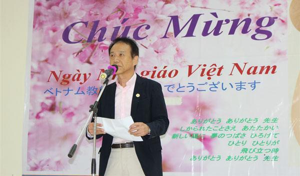 thầy Hyodo – giáo viên tiếng Nhật đang giảng dạy tại Trung tâm