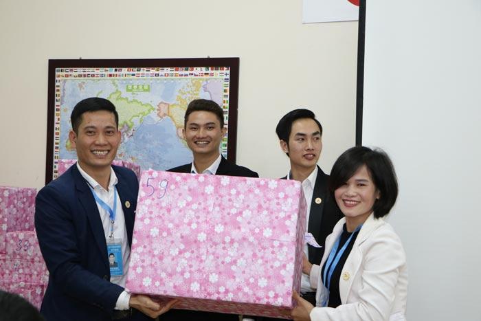"""Các thành viên trong đại gia đình Năm Châu IMS rất hào hứng với chương trình """"Bốc thăm trúng thưởng"""""""