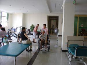 Làm hộ lý trong viện dưỡng lão Đài Loan – Nên hay không?