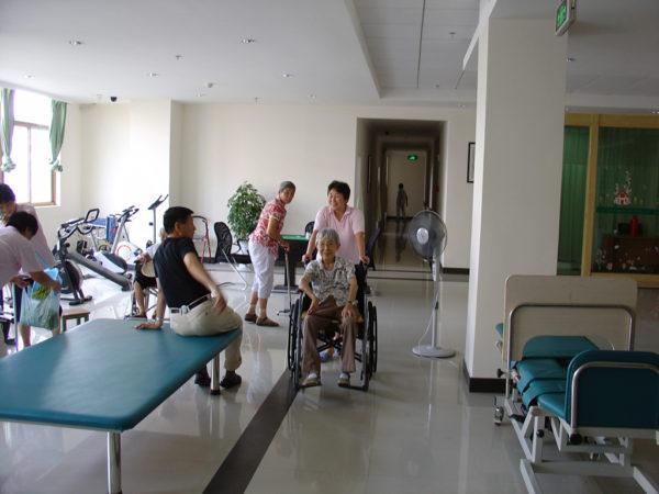 Làm hộ lý trong viện dưỡng lão Đài Loan