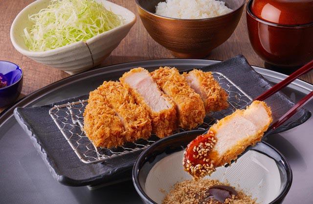 Tonkatsu - món ăn phổ biến nổi tiếng ở Nhật Bản