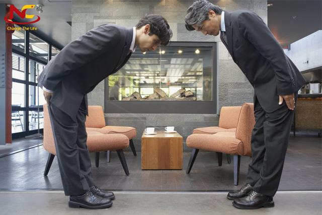 văn hoá cúi chào của người Nhật
