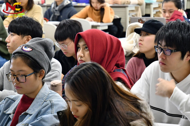 Du học sinh các nước trong một lớp học tại Nhật