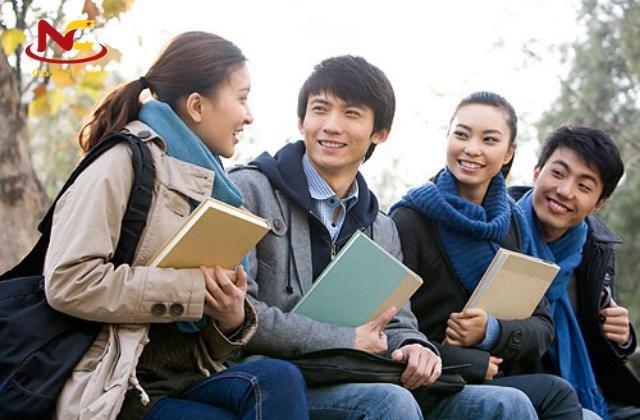 Sinh viên trường Đại học kinh tế Tokyo