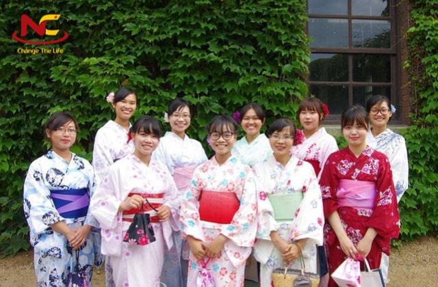 Học ngôn ngữ Nhật ra trường làm gì